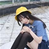 小黄帽女孩